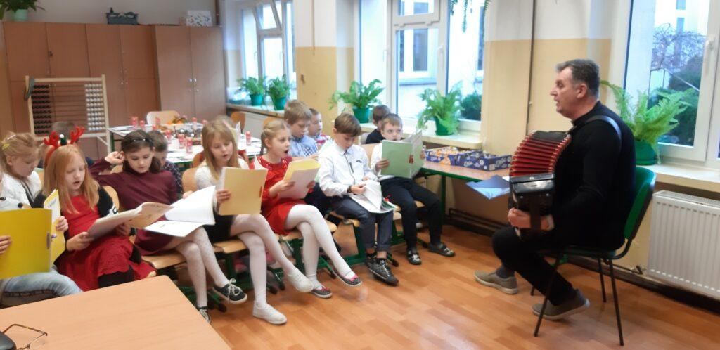 W SP Mielenko - ciekawy projekt. Dziadek z klasą