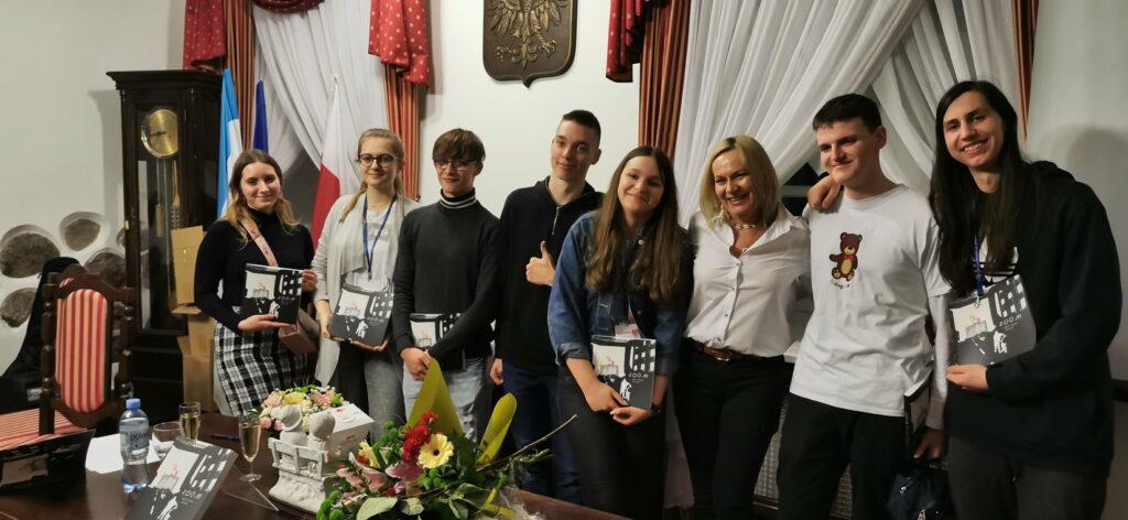 Książka z tekstami kaliskich, młodych dziennikarzy już zaprezentowana !