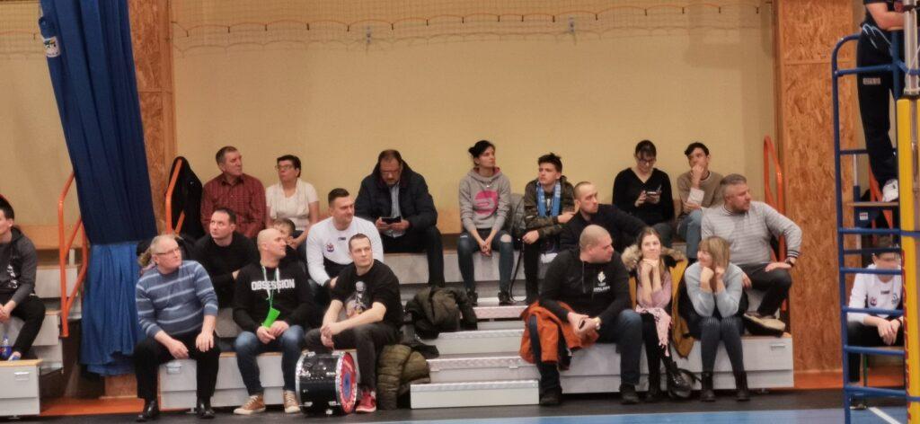 Emocje podczas siatkarskiego pojedynku w Drawsku Pomorskim