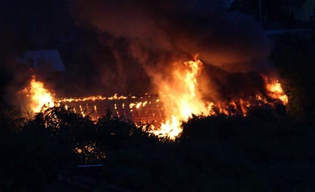 Pożar w Świerczynie. Trwa walka z żywiołem.