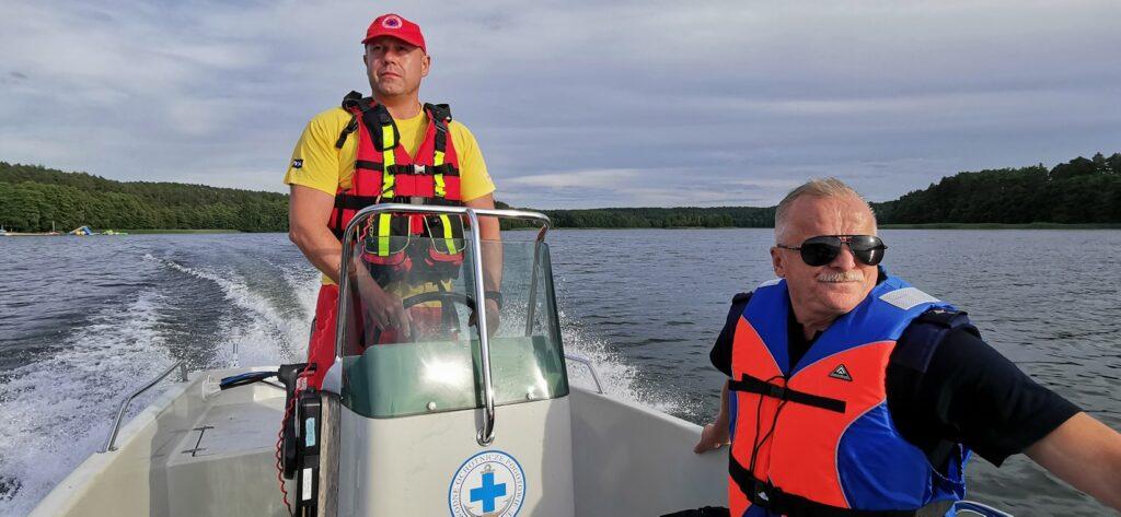 Patrole wodne na jeziorze Lubie