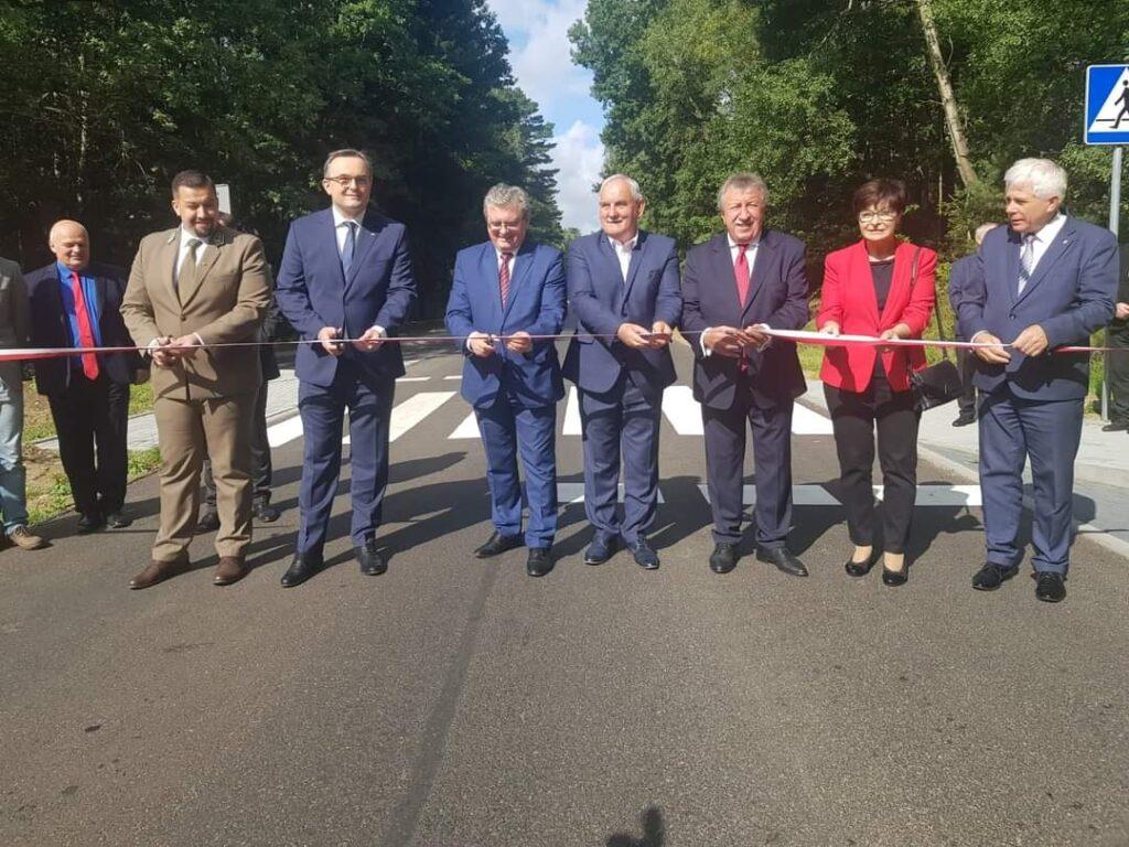 Nowa droga z nowym asfaltem