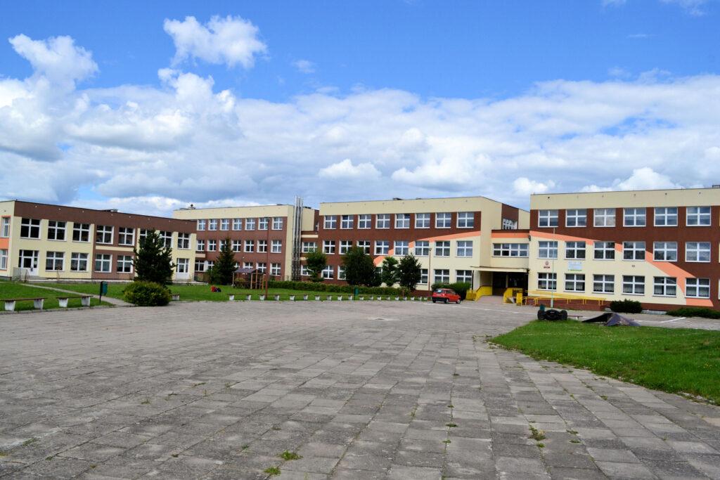Uczniowie, przedszkolaki i pracownicy instytucji w kwarantannie.