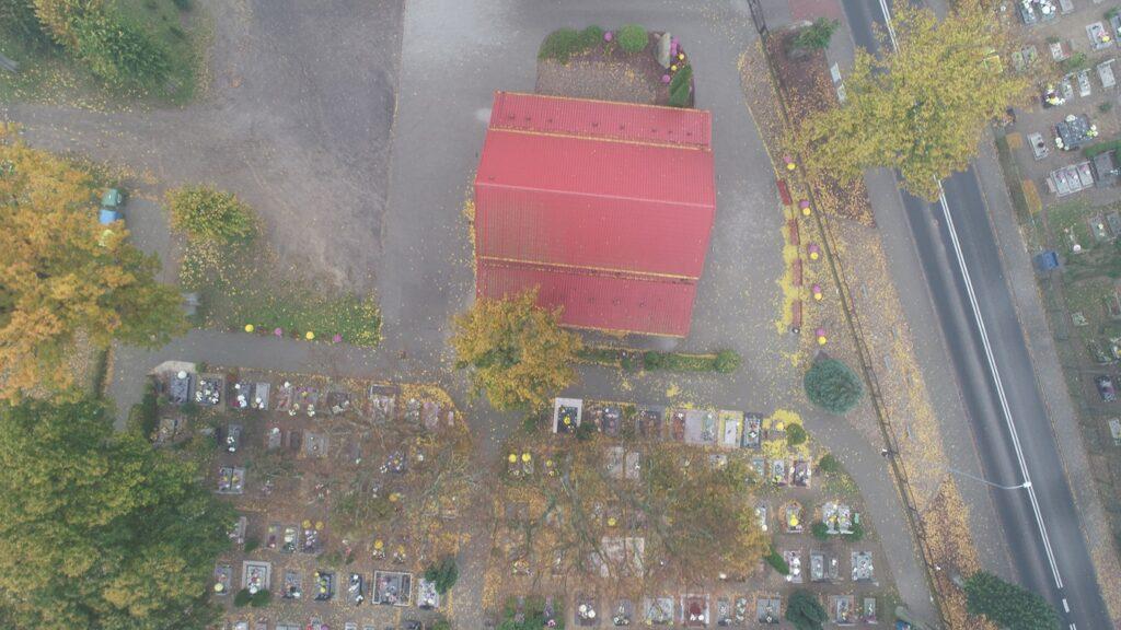 Cmentarz w Czaplinku. Wyjątkowy dzień roku kiedy na cmentarzu jest pusto