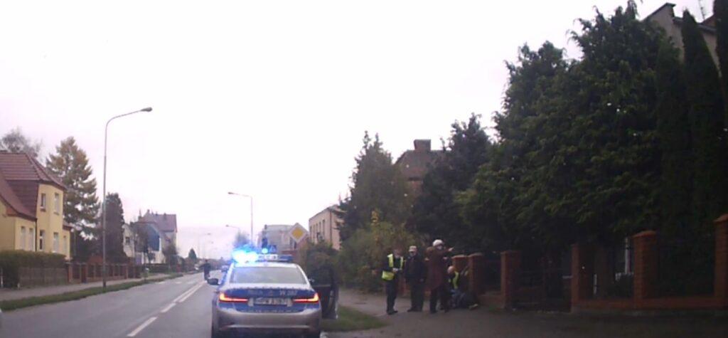 Policjanci dwukrotnie ratowali życie. Szczegóły ostatnich zdarzeń [VIDEO]
