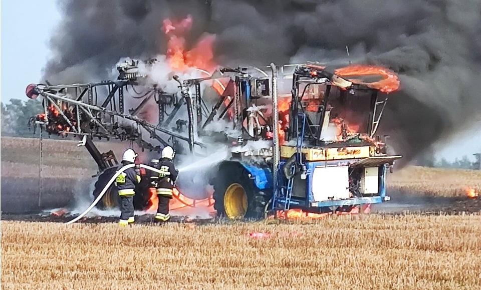 Pożar maszyny rolniczej w pobliżu Giżyna