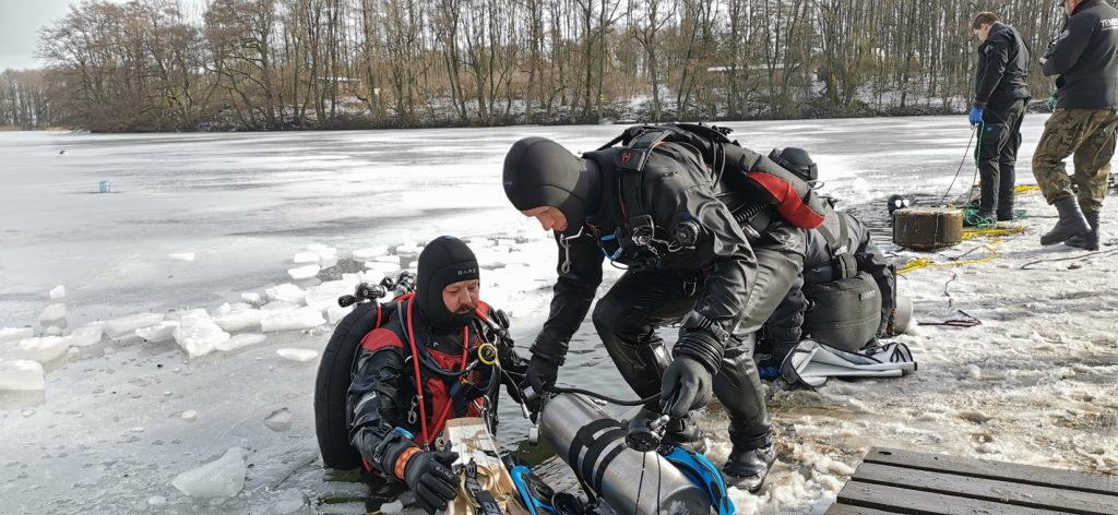 Wraca akcja odkrywania tajemnic jezior na Pojezierzu Drawskim. Nurkowie zeszli pod lód [WIDEO]