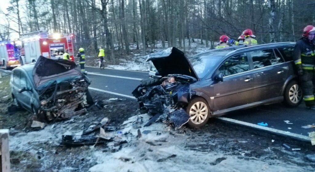 Zdarzenie samochodów w pobliżu Wiewiecka