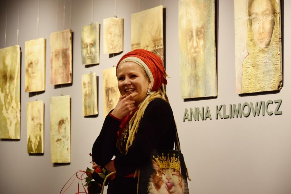 W Złocienieckim Ośrodku Kultury wyjątkowa wystawa Anny Klimowicz