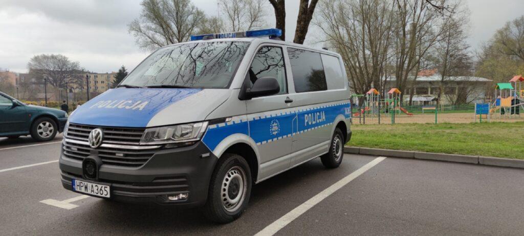 Policjanci z Drawska Pomorskiego otrzymali nowy radiowóz. Samochód wyjechał w pierwszy patrol