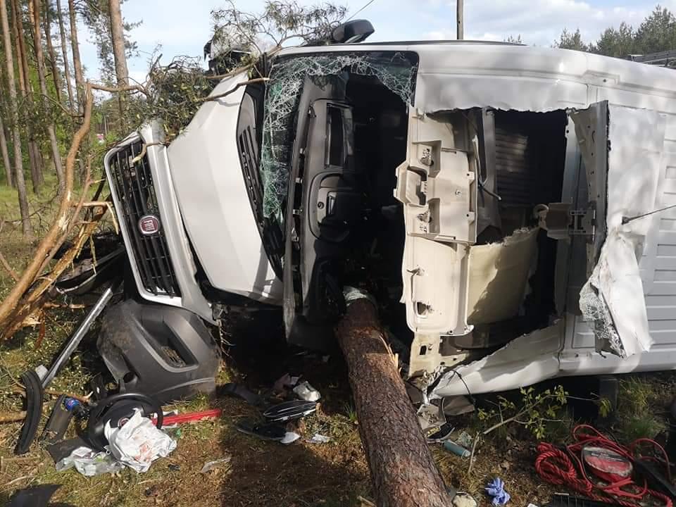 Zderzenie trzech aut na krajowej 10-tce. Są poszkodowani