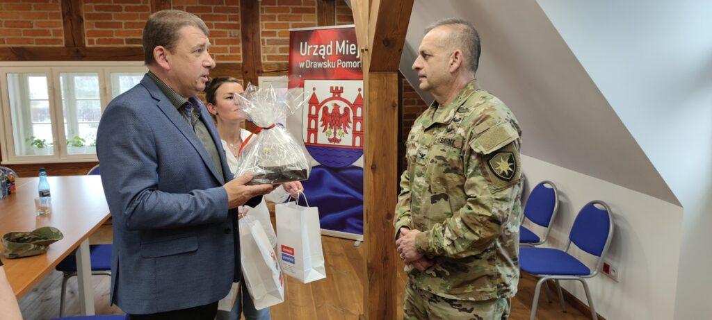 Amerykański dowódca US Army spotkał się z samorządowcami w Drawsku Pomorskim