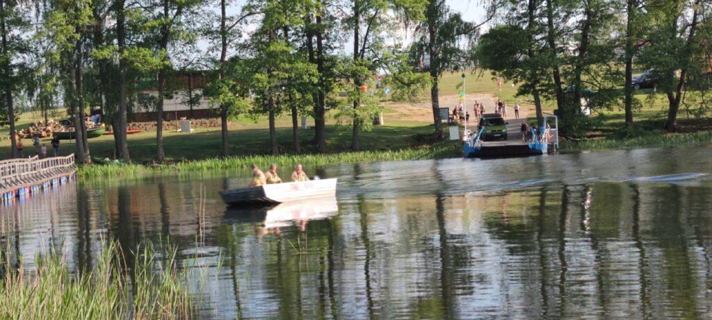 Zderzenie skuterów na jeziorze Lubie
