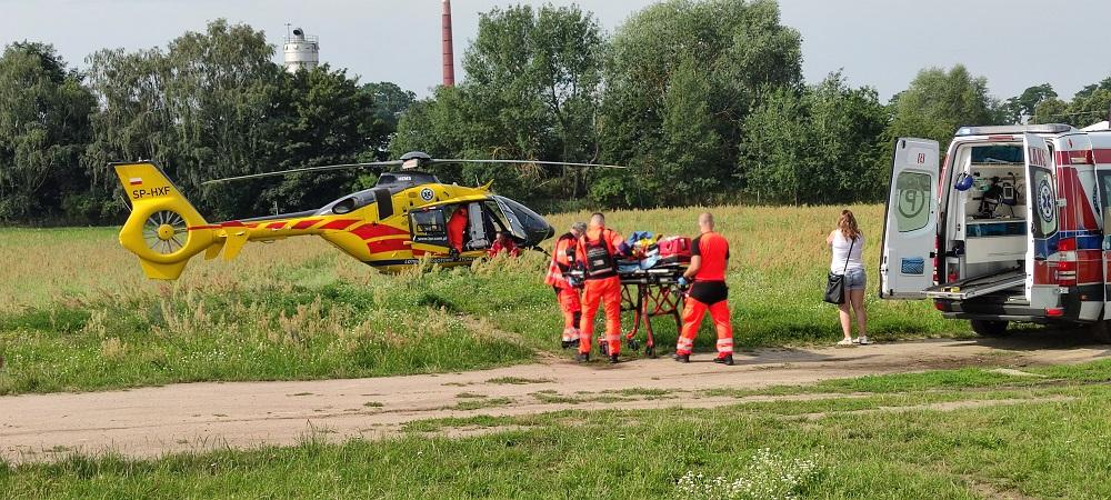 Mały chłopiec wypadł z pierwszego piętra. Interweniowało Lotnicze Pogotowie Ratunkowe