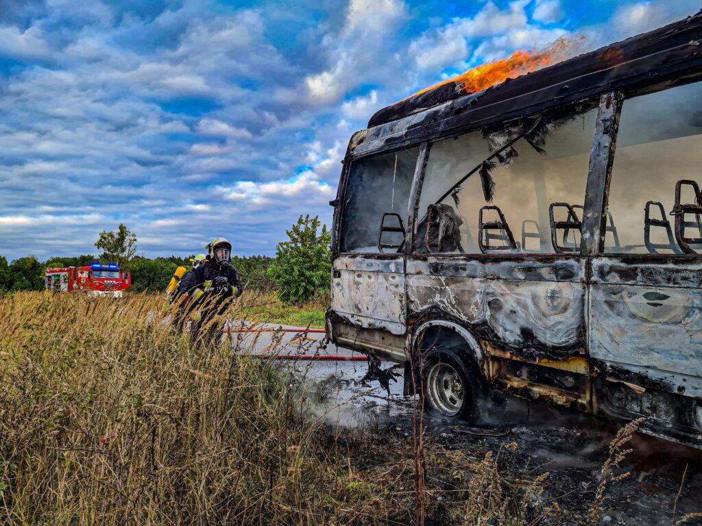 W pobliżu Choszczna spłonął bus