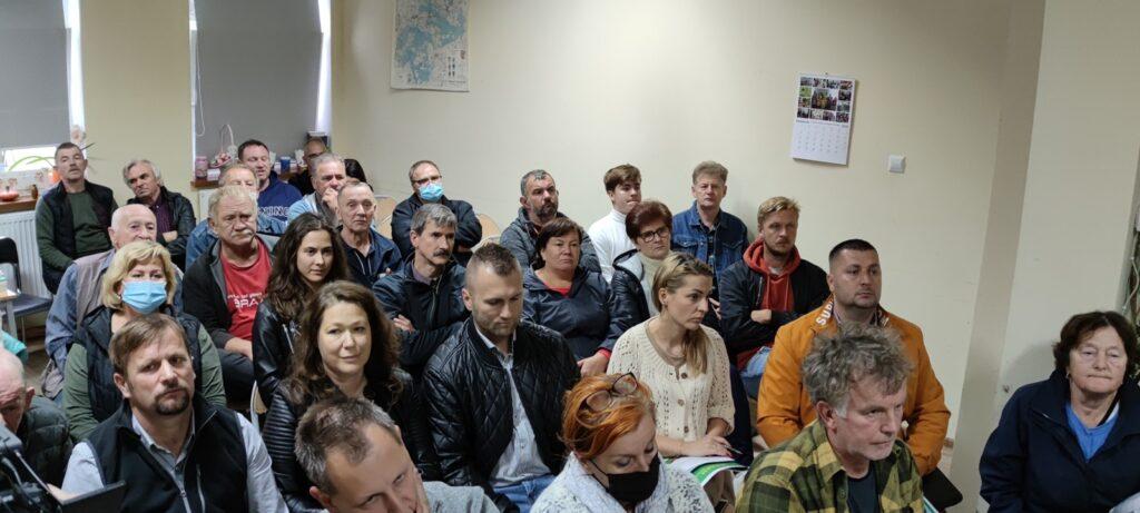 W Lubieszewie mieszkańcy wyrazili swój sprzeciw wobec budowy farmy fotowoltaicznej. Była gorąca dyskusja