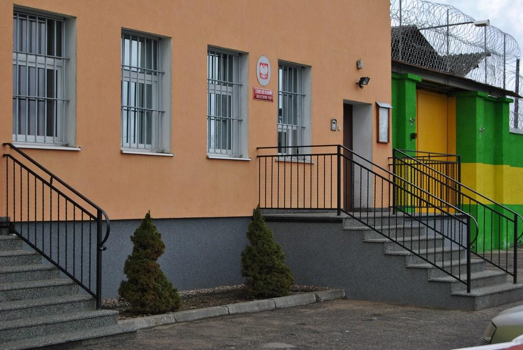 Zakład karny w Wierzchowie poszukuje pracowników. Ile można zarobić ?